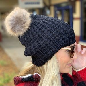 ✨RESTOCKED✨ Black Knit Pom Beanie